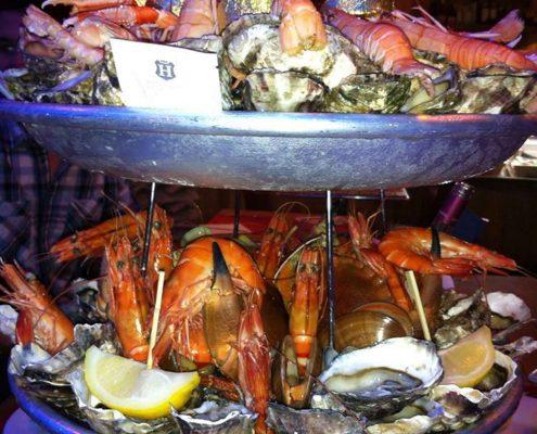 Un grand plateau de fruits de mer du restaurant La Cabane Toulouse